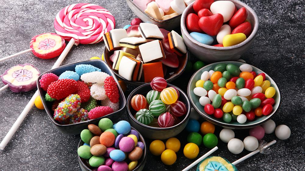 сладости и конфеты — частая причина кариеса